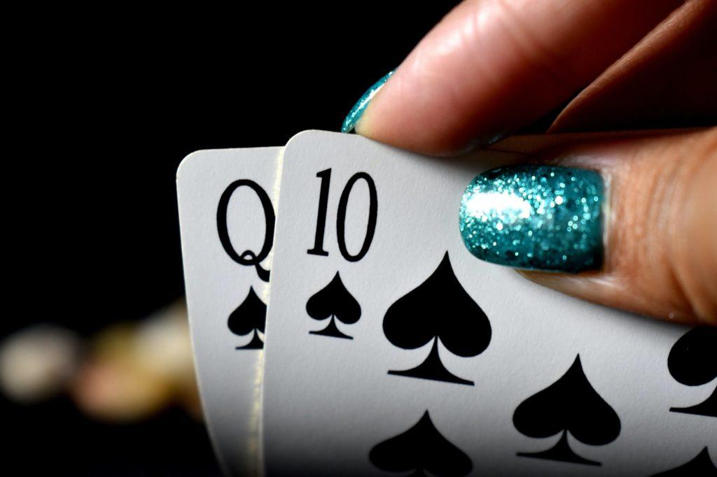 Pourquoi les femmes préférent-elles le poker en ligne ?