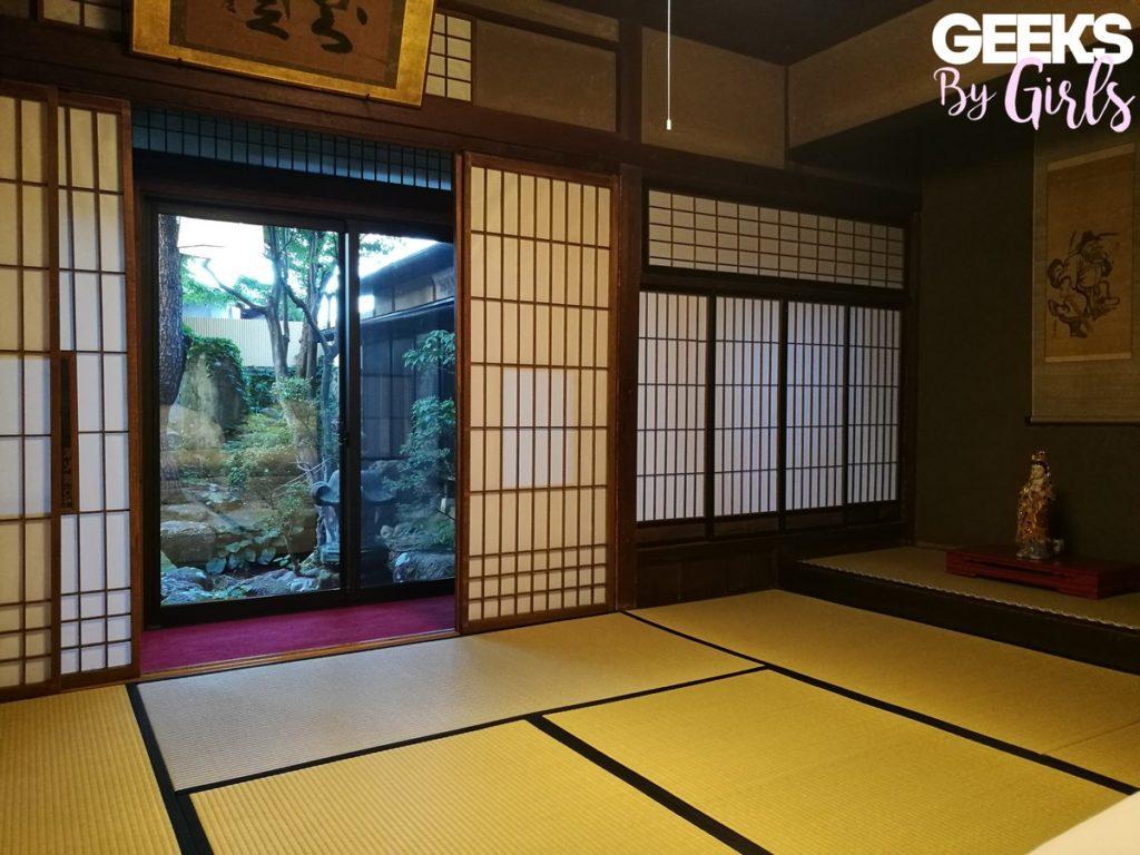 Logement dans une chambre traditionnelle japonaise dans le temple bouddhiste Zenkoji de Takayama.
