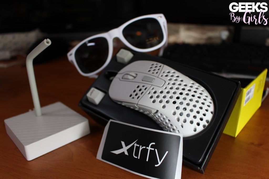 Pack gamer de la souris XTRFY M4 via Stealth-Gamer
