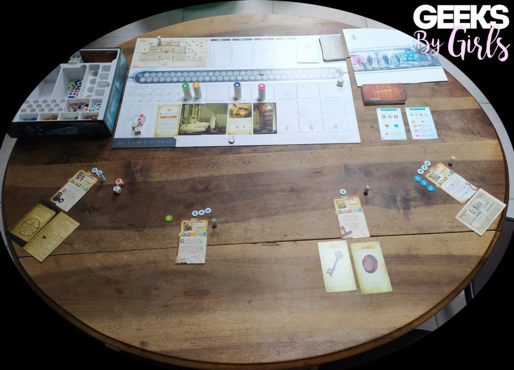 Plateau et mise en place du scénario Asylum dans le jeu de société T.I.M.E Stories